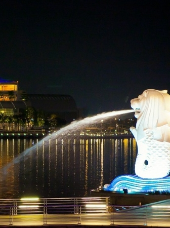 Singapore's Mascot: The Merlion was strike by lightning!